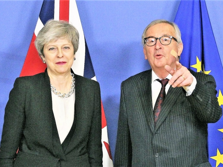 Jean-Claude Juncker: Theresa May ni kriva za mojo poškodbo!