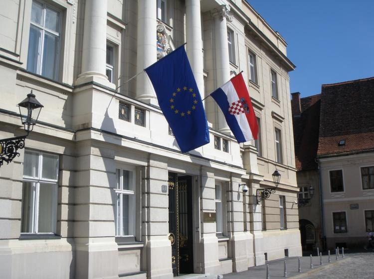 Slovenska in hrvaška sosedska drama ter psihoza negotovosti