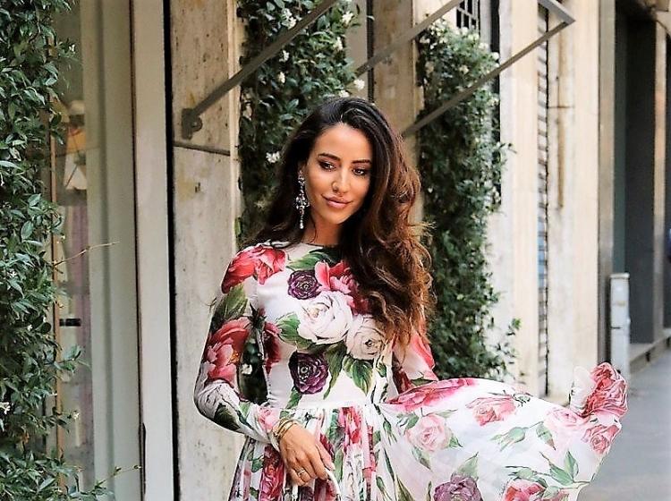 Milanska ženska ulična moda tudi v znamenju vrtnic